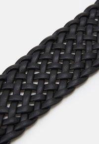 Pieces - PCFLORA WAIST BELT - Waist belt - black/gold-coloured - 2