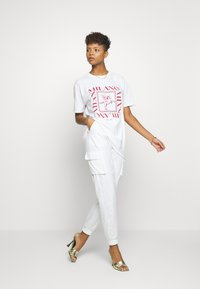 Missguided - MILANO GRAPHIC SHORT SLEEVE  - T-shirt con stampa - white - 1