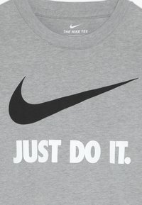 Nike Sportswear - TEE - T-shirt con stampa - dark grey heather/white - 3