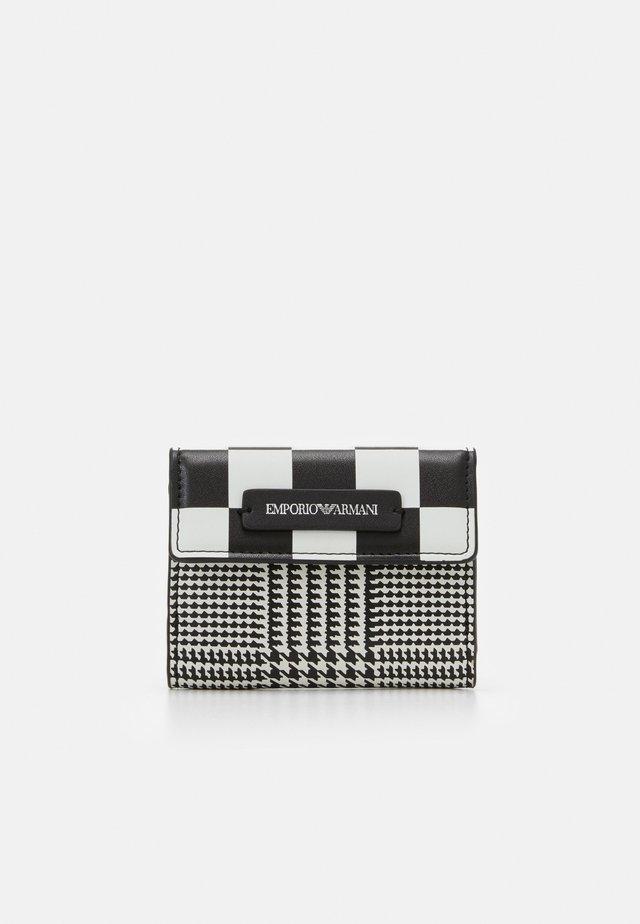 FLO CHECK WOMEN'S TRIFOLD WALLET - Portafoglio - black/off white