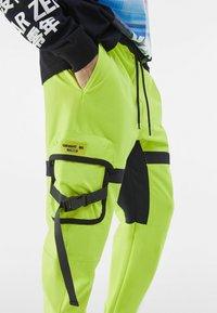 Bershka - Pantalon cargo - green - 3