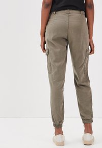 BONOBO Jeans - UMWELTFREUNDLICHE  - Cargo trousers - vert kaki - 2