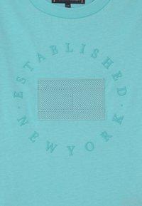 Tommy Hilfiger - HERITAGE LOGO - Print T-shirt - bluefish - 2