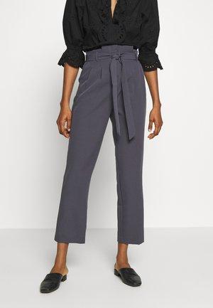 MILLER PAPERBAG TROUSER - Chino kalhoty - dark grey