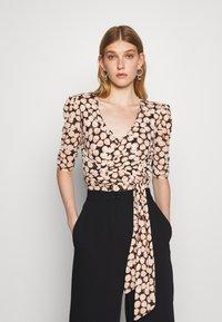 Diane von Furstenberg - ABBIE BODYSUIT - Print T-shirt - medium black - 0