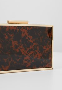 Dorothy Perkins - TORT BOX - Pochette - brown - 6