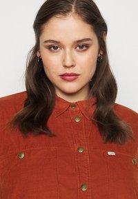 Lee Plus - WORKSHIRT DRESS - Shirt dress - red ochre - 3