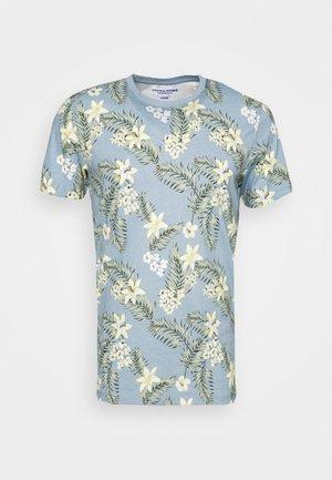 JORTROPIC TEE CREW NECK - T-shirt med print - ashley blue