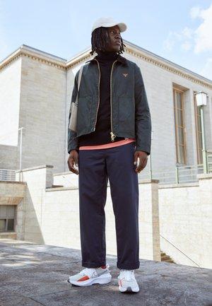 CRATER IMPACT  - Sneakers - cream/armory navy/summit white/orange/black