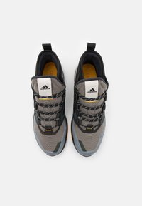adidas Performance - adidas TERREX TRAILMAKER MID COLD.RDY WANDERSCHUHE - Outdoorschoenen - metallic grey/clear black/legend earth - 3