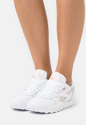 CLASSIC  - Trainers - white/aura orange/ceramic pink