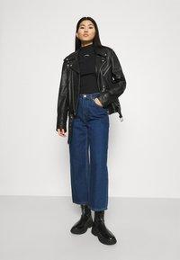 Calvin Klein Jeans - MICRO BRANDING STRETCH MOCK NECK - Triko spotiskem - black - 1