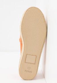 Grand Step Shoes - TIM - Espadrilles - lipstick - 6