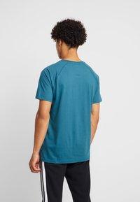 Burton Menswear London - SADDLE SLEEVE TEE - Basic T-shirt - teal - 2
