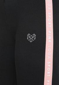 Pink Soda - FULLER TAPE - Verryttelyhousut - black/pink - 5