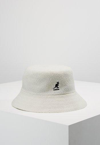 BERMUDA BUCKET - Hattu - white