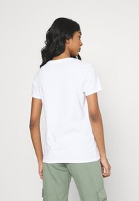Levi's® - THE PERFECT TEE - Print T-shirt - rainbow/white - 2