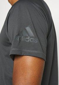 adidas Performance - T-shirt print - grey - 5