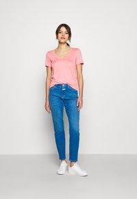 CLOSED - WOMEN - Jednoduché triko - camellia - 1