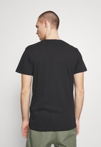 Cotton On - ESSENTIAL TEE 3 PACK - Basic T-shirt - black - 3