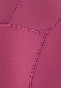 Under Armour - FLY FAST SPEED CAPRI - Pantalón 3/4 de deporte - pink quartz - 2