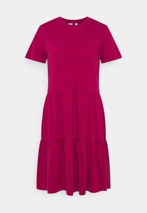 TIERD - Jersey dress - ruby pink