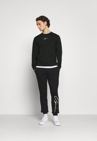 Jack & Jones - JORSCRIPTT CREW NECK - Sweatshirt - black - 1