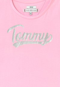 Tommy Hilfiger - FOIL - T-shirt con stampa - pink - 2