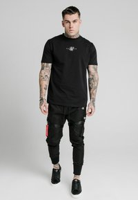 SIKSILK - COMBAT TECH PANTS - Pantaloni cargo - black - 1