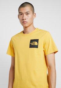 The North Face - FINE TEE - Triko spotiskem - yellow - 3