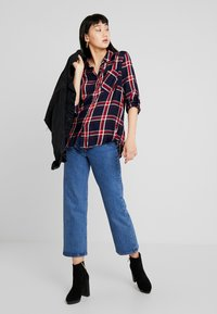 ONLY - ONLLONDON CHECK - Button-down blouse - night sky/red - 1