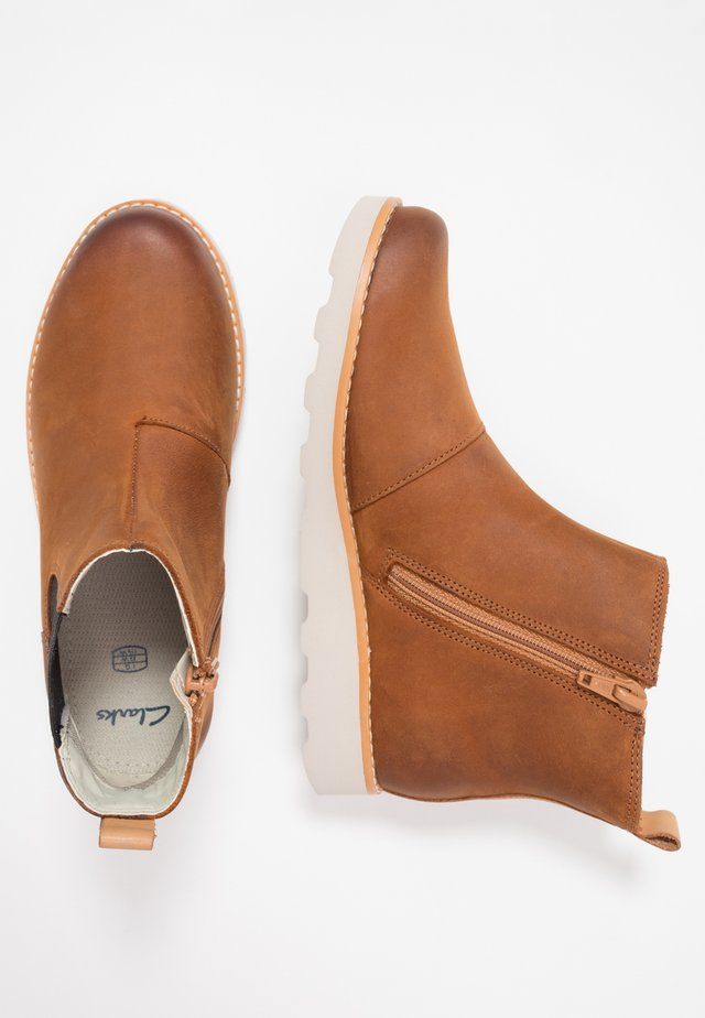 CROWN HALO - Classic ankle boots - tan