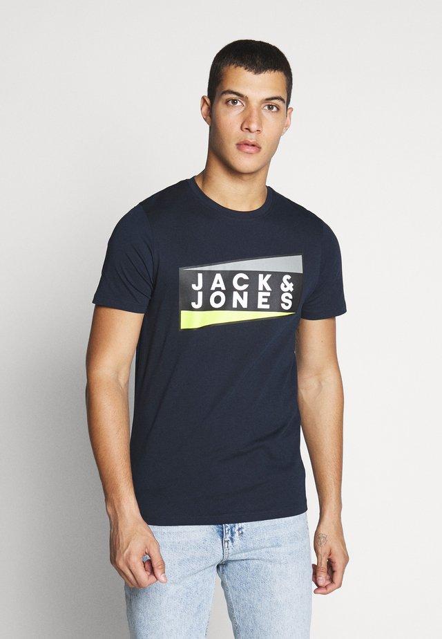JCOSHAUN  - T-shirt imprimé - sky captain