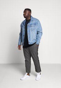 Only & Sons - ONSLINUS PANT CHECKS  - Trousers - grey - 1