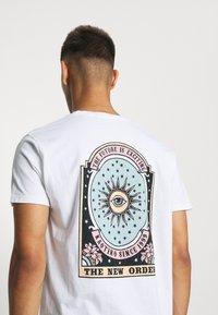 Kaotiko - UNISEX NEW ORDER - Print T-shirt - white - 3