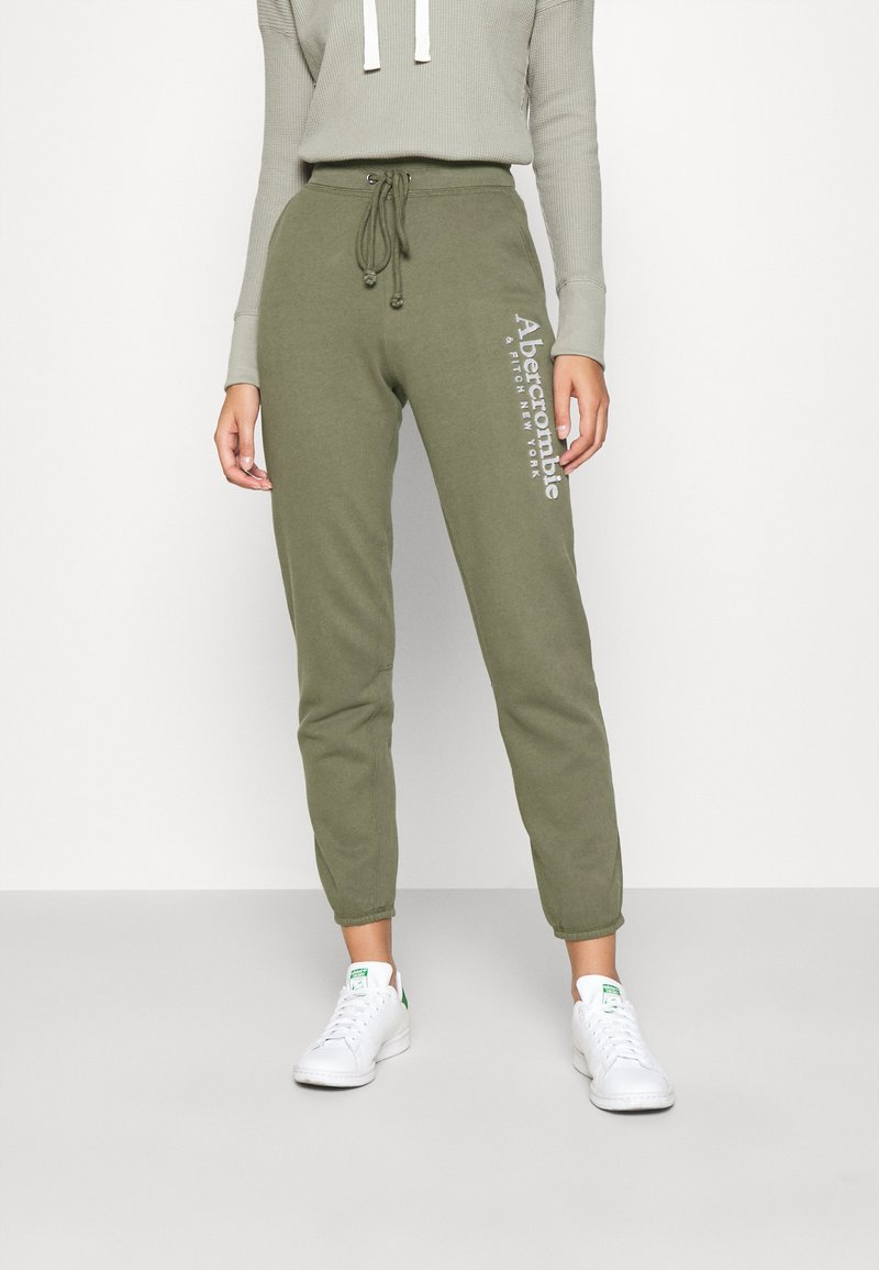 Abercrombie & Fitch - FALL TREND LOGO JOGGER - Tracksuit bottoms - olive