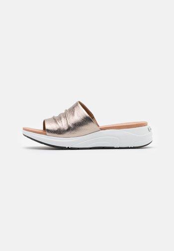 Sandalias planas - taupe metallic