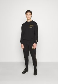Nike Sportswear - CREW - Sweatshirt - black/gold foil - 1