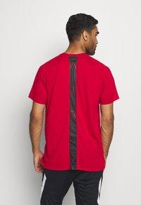 Jordan - AIR - T-shirt med print - gym red/black - 2