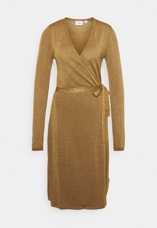 DUBBI DRESS - Pletené šaty - bronze brown