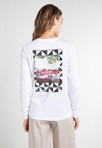 Vans - GOOD HANGS - Long sleeved top - white - 2