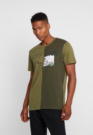 JCOHALF TEE - Print T-shirt - winter moss