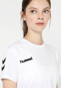 Hummel - GO WOMAN - T-shirts med print - white - 3