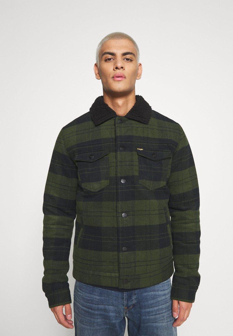 Wrangler - WOOL MIX  SHERPA JACKET - Light jacket - rifle green