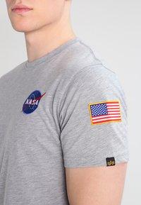 Alpha Industries - 176507 - Camiseta estampada - grey heather - 3