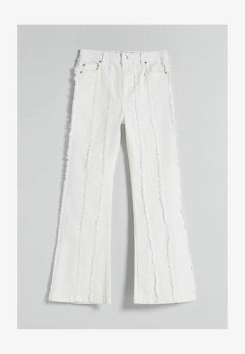 MIT FRANSEN  - Jeans bootcut - white