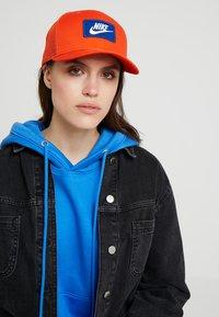 Nike Sportswear - TRUCKER - Cap - team orange - 4