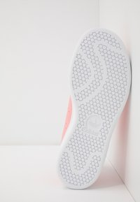 adidas Originals - STAN SMITH - Tenisky - glow pink/footwear white - 5