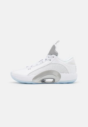 AIR XXXV LOW - Basketball shoes - white/metallic silver/black