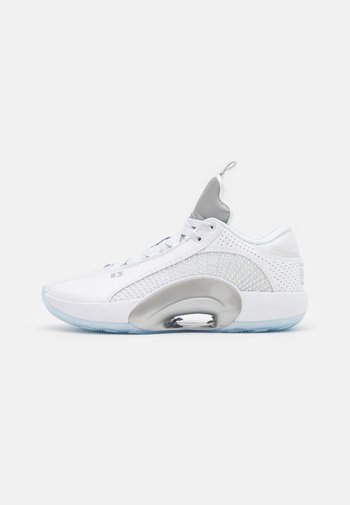AIR XXXV LOW - Basketball shoes - white/metallic silver/black